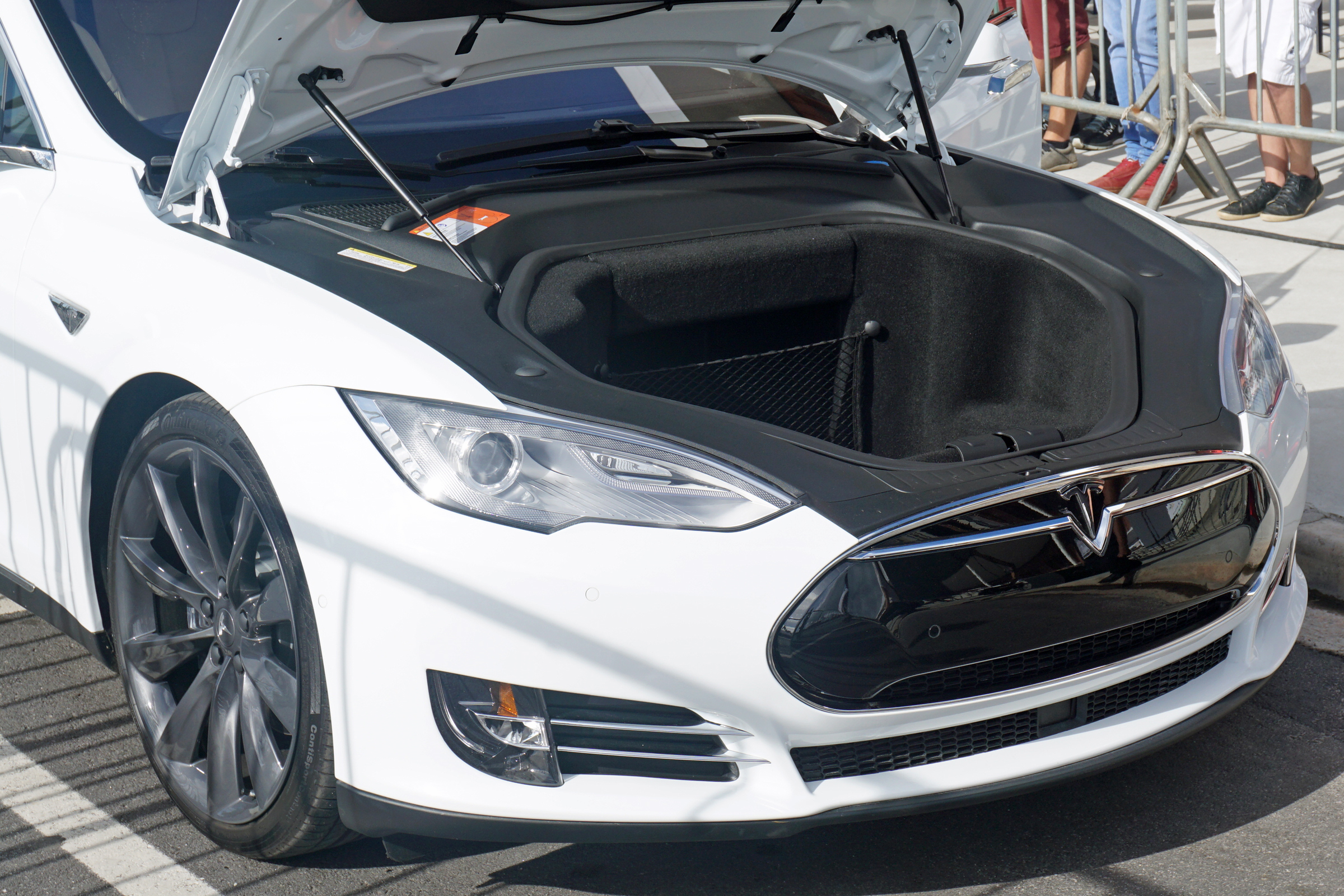 tesla model s und 6 monate kostenloser superchargernutzung. Black Bedroom Furniture Sets. Home Design Ideas
